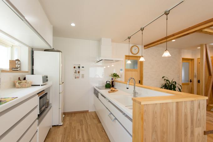 背面収納完備のオープンキッチン