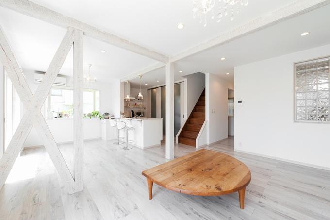 「フランス郊外の家」をテーマに戸建て全面リフォーム