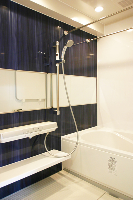 暖かくお掃除が楽なユニットバスに入れ替え浴室暖房乾燥機とランドリーパイプも設置。