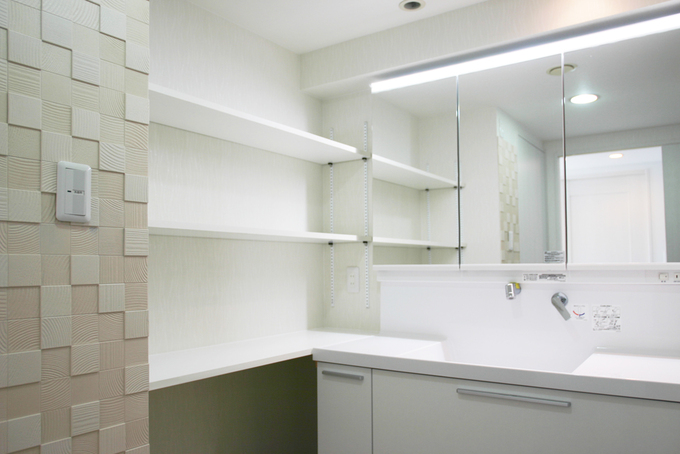 広々とした収納充実の洗面室