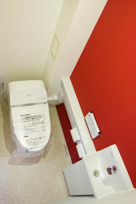 スタイリッシュな内装のトイレ