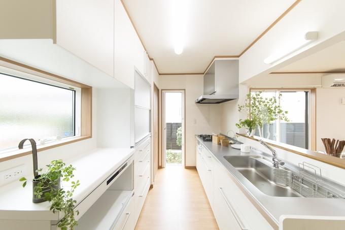 キッチンの位置を大胆に移動し、光あふれる広々LDKへ