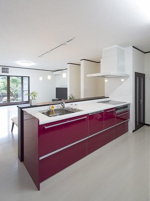 赤色の素敵なキッチン
