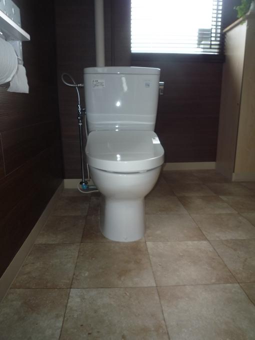 事務所の味気のないトイレからヨガ教室のトイレに