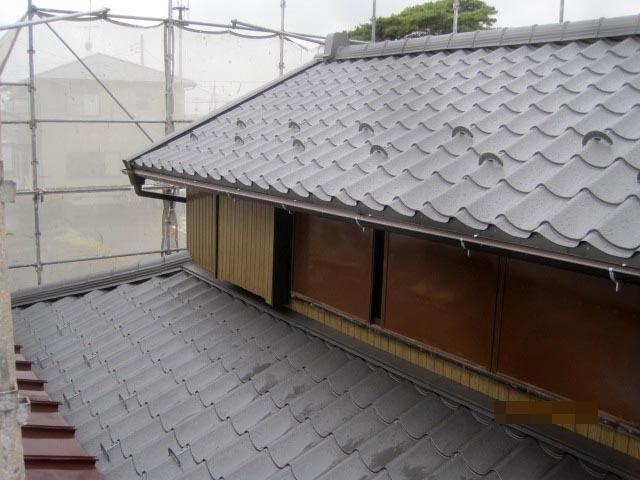 耐震性を考えて軽量で強い和風長尺金属瓦に葺き替えました。