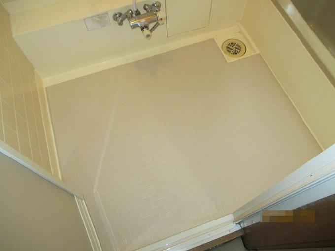 浴室用シートで床を簡単リフォーム
