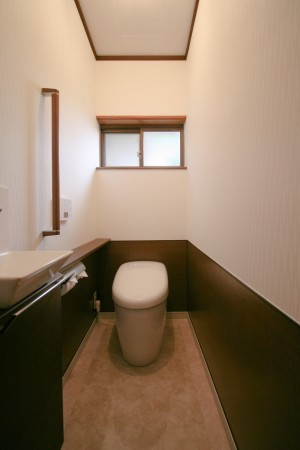 トイレと一緒に窓も交換