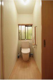 明るく華やかなピンクのトイレ