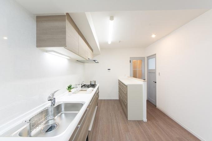 開放感はありながらも、背面には収納スペースも確保。
