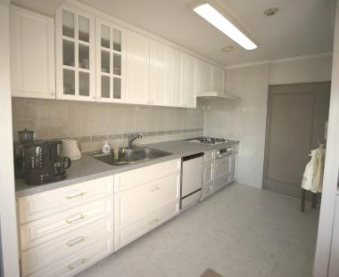 キッチンはオリジナルキッチンをご希望でしたので、家具職人による造作キッチンをお納めいたしました。