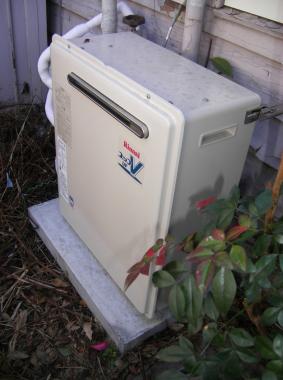 一般的な追焚ありの給湯器交換工事をさせていただきました