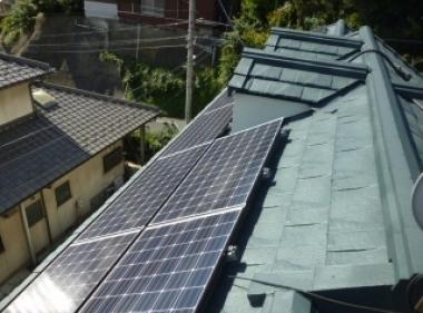 強くて軽い新素材屋根と太陽光パネル工事
