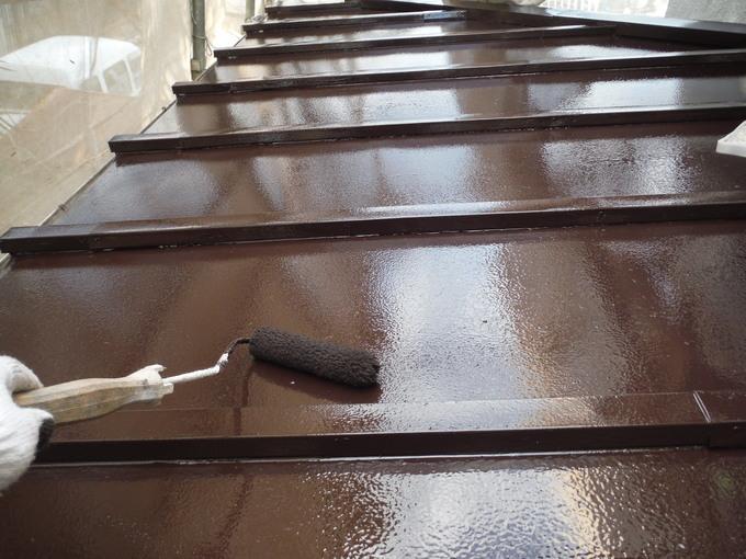 トタンの屋根の塗装工事完了写真になります。