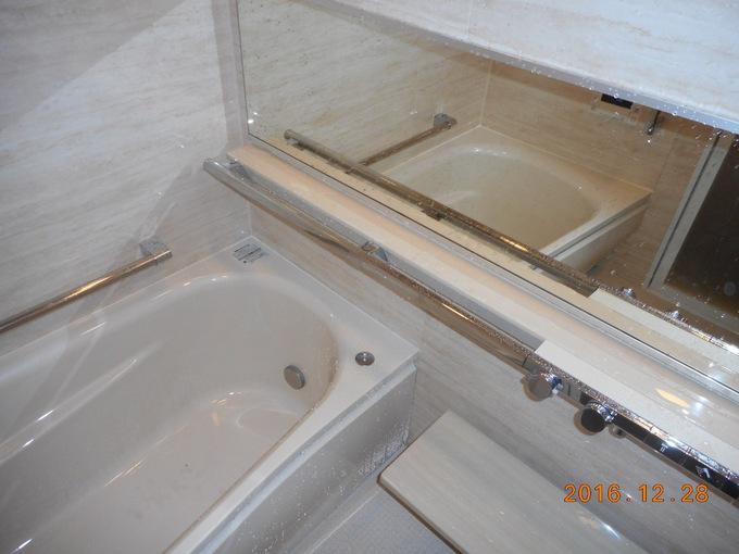 浴槽・鏡・水栓