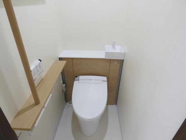店舗のトイレを清潔感のある手洗い器付き便器に交換