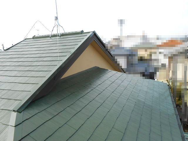 色あせた屋根が塗装の色を変えて復活