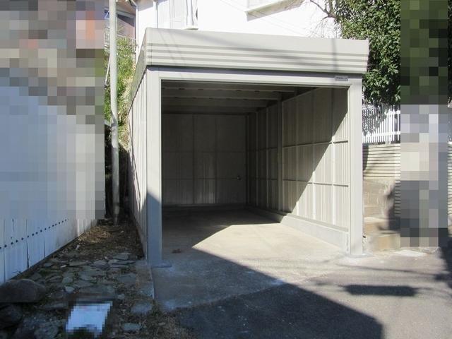 老朽化したガレージを巻取りシャッタ扉付きのガレージに交換