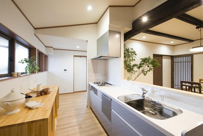 コンパクトな対面式に 使い勝手の良いキッチン