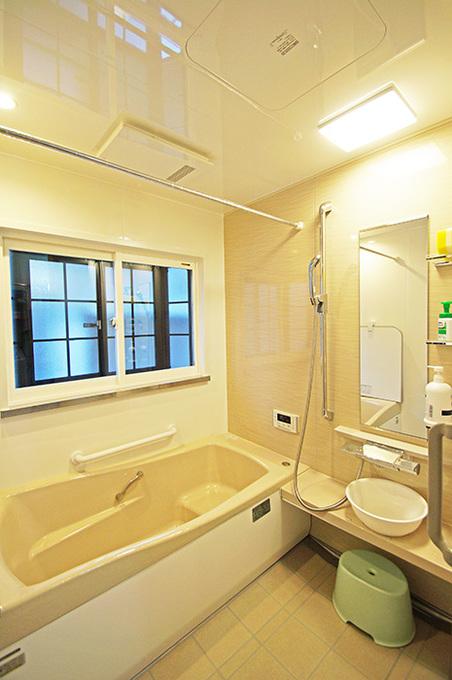 段差のないあたたかい浴室