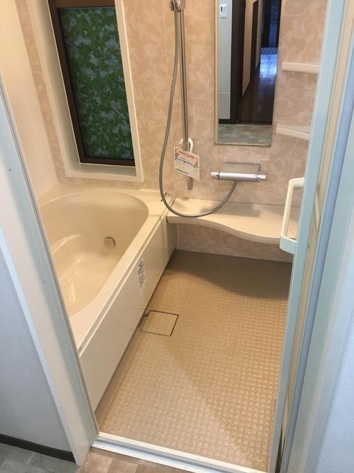 浴槽も広くなり、お手入れも簡単な浴室です。