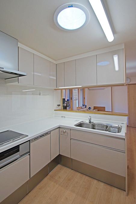 スカイライトチューブで明るいキッチン