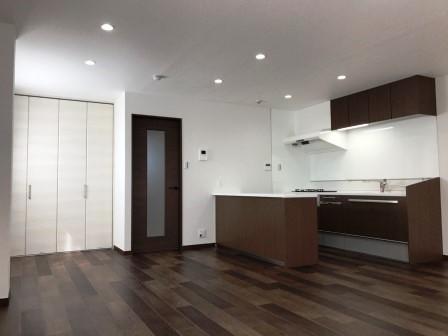 賃貸マンション2室を1室にリノベーション