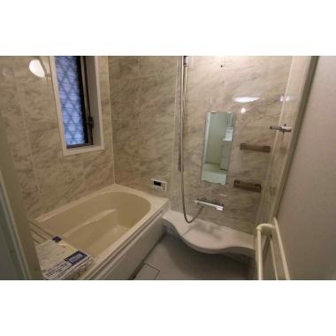 ベージュ調お落ち着いた高級感のある浴室!