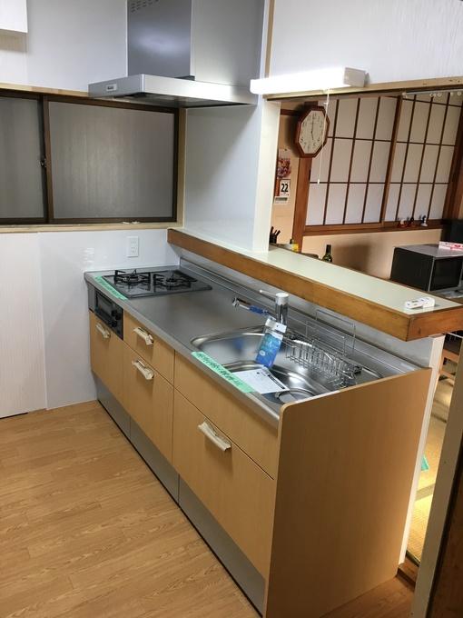 I型キッチンへ 明るく広々としたキッチンになりました。
