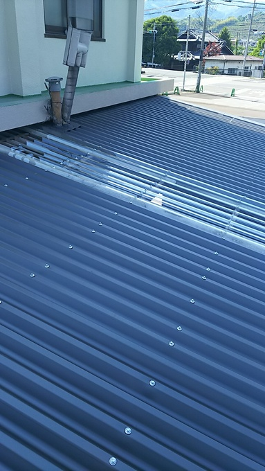 倉庫屋根カバー工法工事 ガルバリウム鋼板屋根材 リフォーム費用価格
