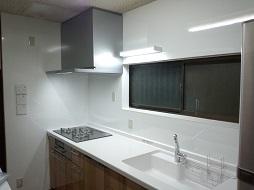 システムキッチンリフォームで明るいキッチンに。