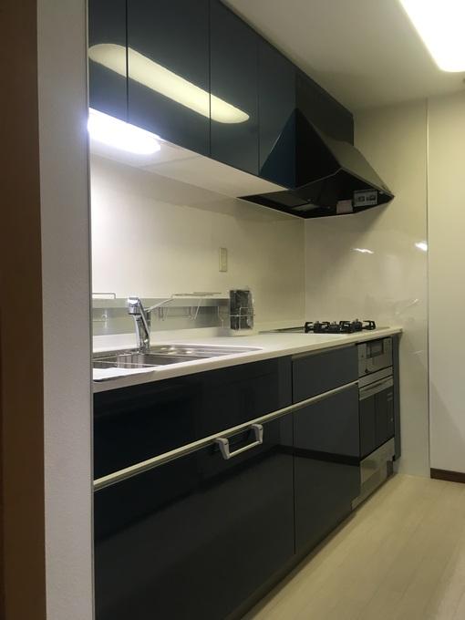 引き出しタイプのキッチンにすることで収納力を増やし、スッキリとしたキッチンとなりました。