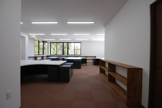 不要スペースを無くし、広い事務所空間へ