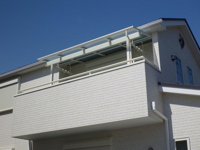 バルコニーの屋根の設置