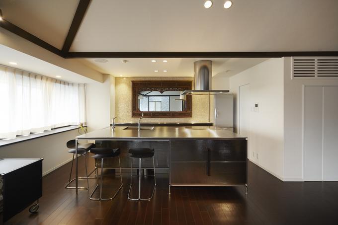 高機能と高いデザイン性を兼ねた存在感のあるキッチン