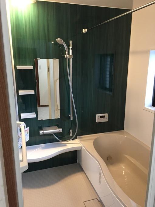 タイルの貼りの浴室を一新、浴室暖房で冬も快適