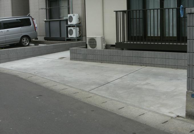 敷地の空スペースを有効活用・複数台駐車可能に