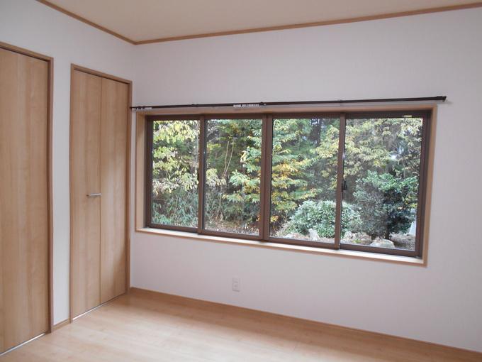 サッシ交換で庭の自然が眺められる窓に