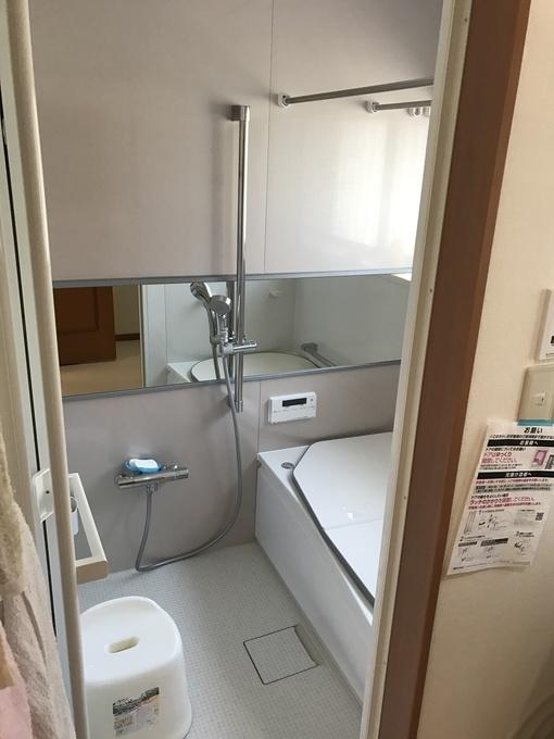 鏡も大きく清潔感のあるお風呂になりました