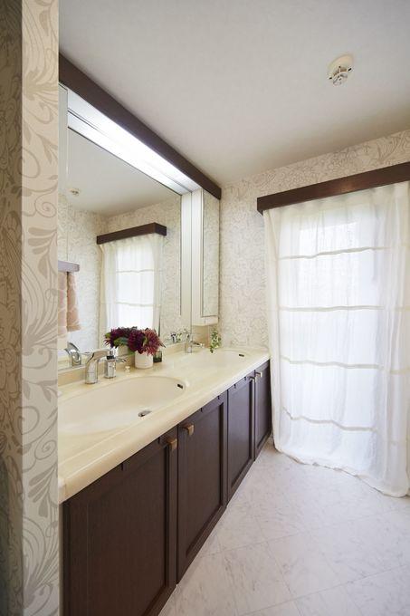 エレガントな空間に生まれ変わった洗面室