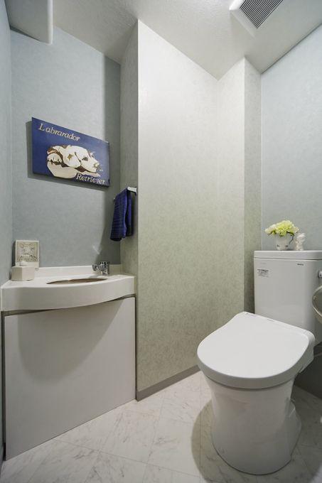 2種類のグリーンのクロスで爽やかなトイレ