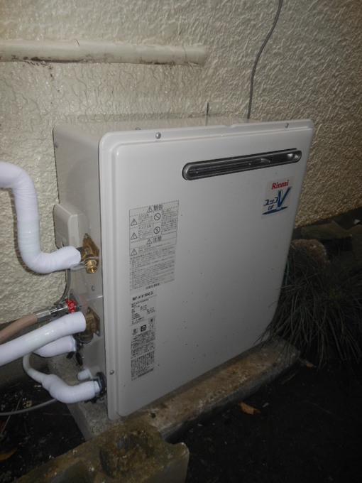 お湯の出ない給湯器を交換