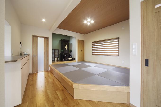 和モダンな畳スペースと趣味を楽しむ空間