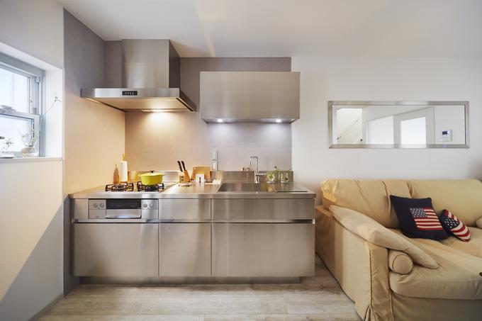 スタイリッシュなキッチン空間 サンワカンパニー「グラッド45」