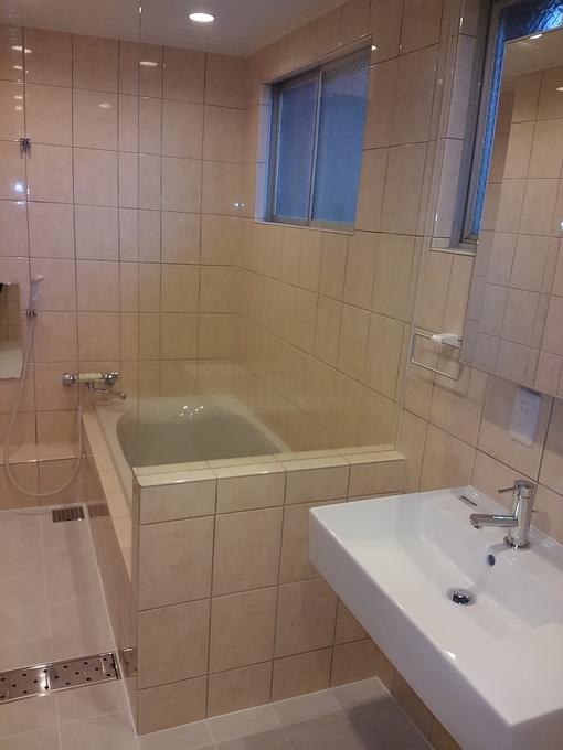 スリーインワンでホテルのように開放感のあるバスルーム