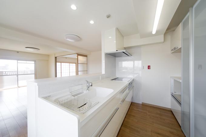 L型からI型の対面キッチンで開放感のある明るい空間へ