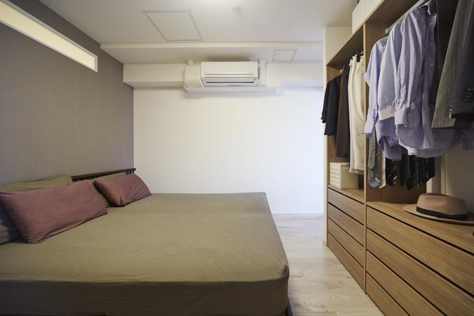 サイズに合わせた収納を可能にするベッドルームクローゼット