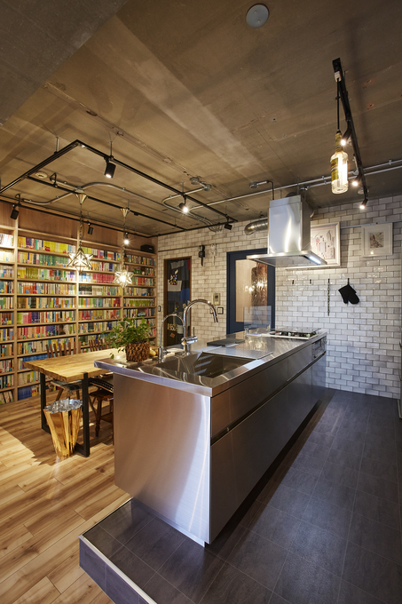 モダンな雰囲気のキッチン空間