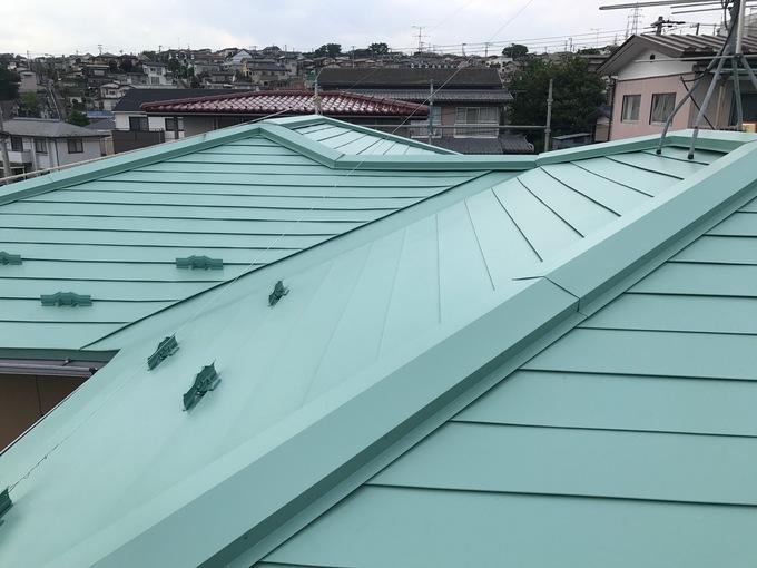 エメラルドグリーンの際立つ屋根が復活