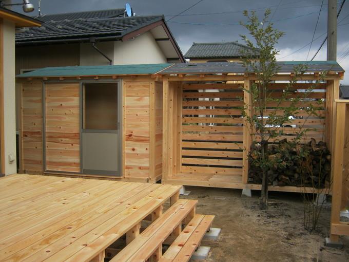 桧の香り漂う物置小屋