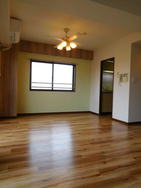 間取りと床、壁紙の変更事例です